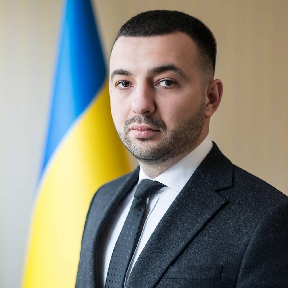 Новый глава Тернопольской областной прокуратуры оформил четыре машины на супругу