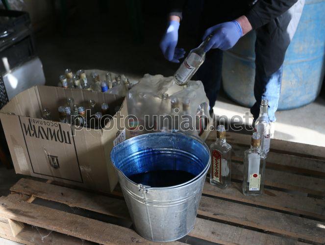 В Тернопольской области фискалы незаконно уничтожали изъятый алкоголь