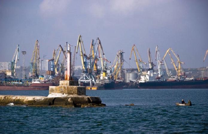 В порту Бердянска хотят провести массовые сокращения портовиков