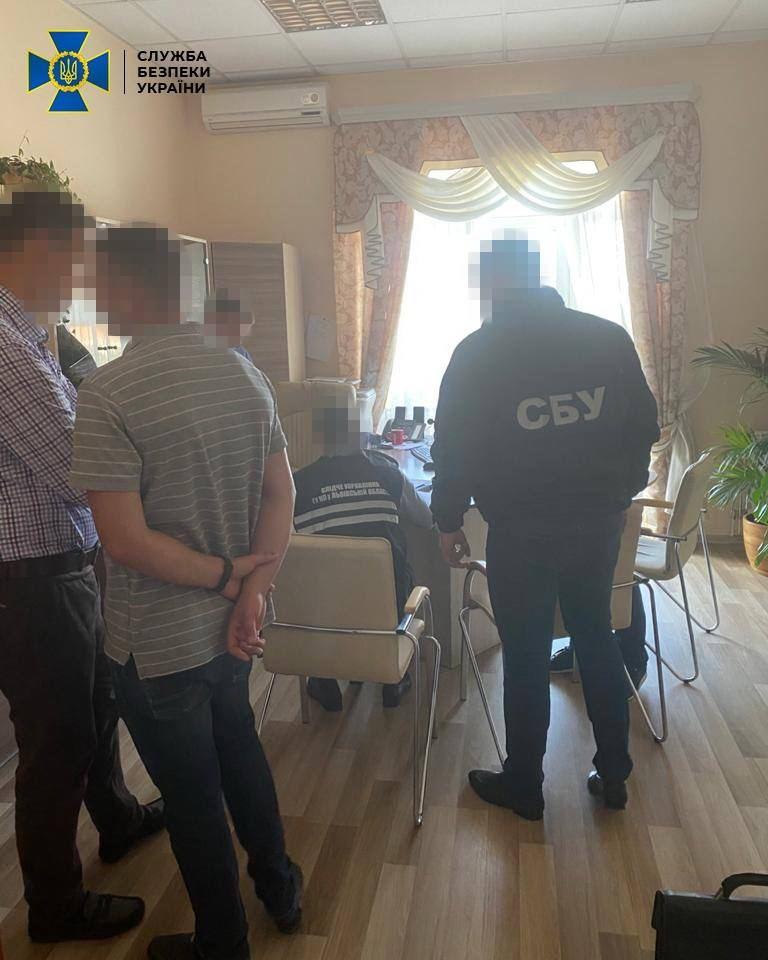 Чиновников Львовского локомотиворемонтного завода разоблачили на махинациях с имуществом предприятия