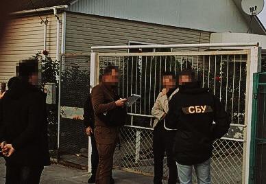 В Сумах инспектор полиции запросил у матери школьника-наркодилера 10 тысяч гривен