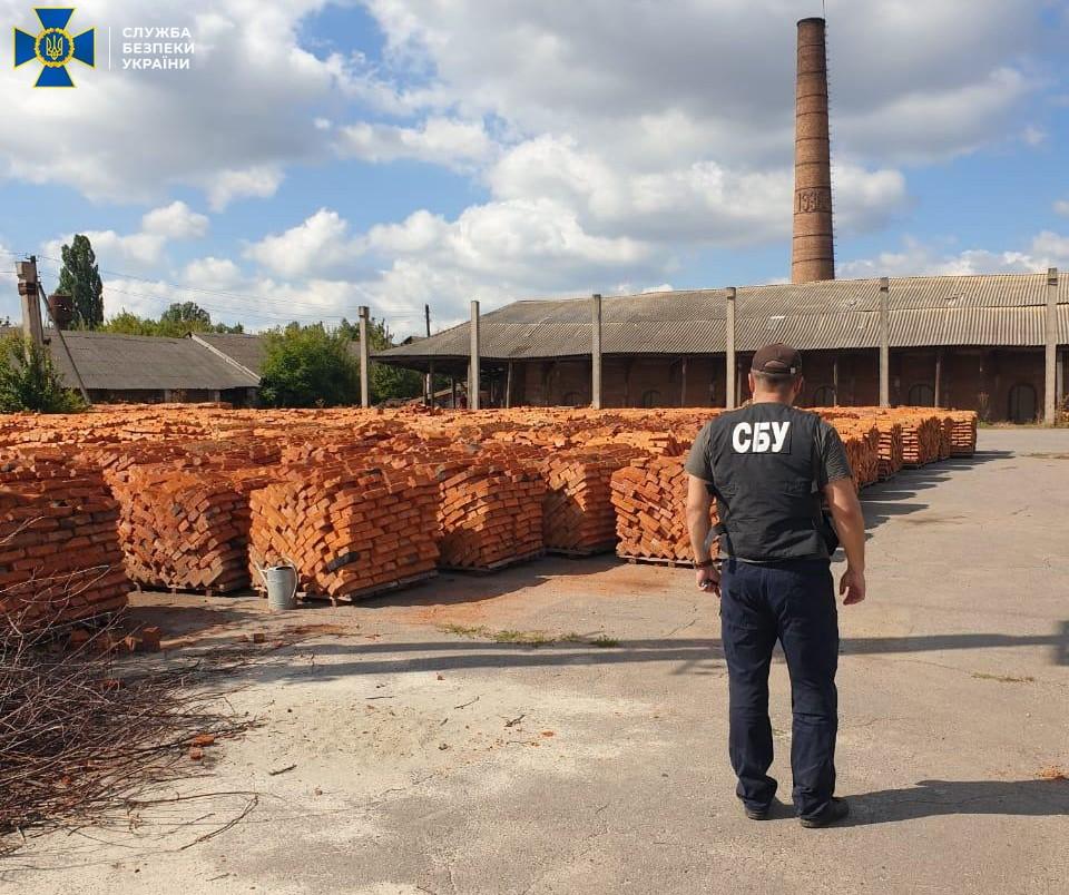 В Винницкой области незаконно добывали глину для кирпичного завода
