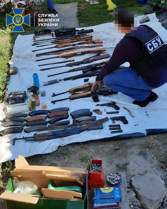 В Черниговской области выявили подпольную мастерскую по производству и переработке огнестрельного оружия