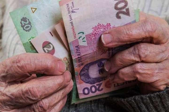 Банкам разрешат распоряжаться накопительными пенсиями украинцев