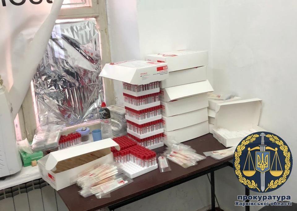 В Харькове ликвидировали цех по производству поддельных тестов на коронавирус, которые продвали на ProZorro