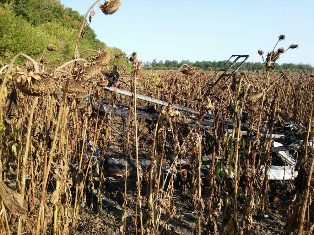 В Сумской области в поле упал легкомоторный самолет