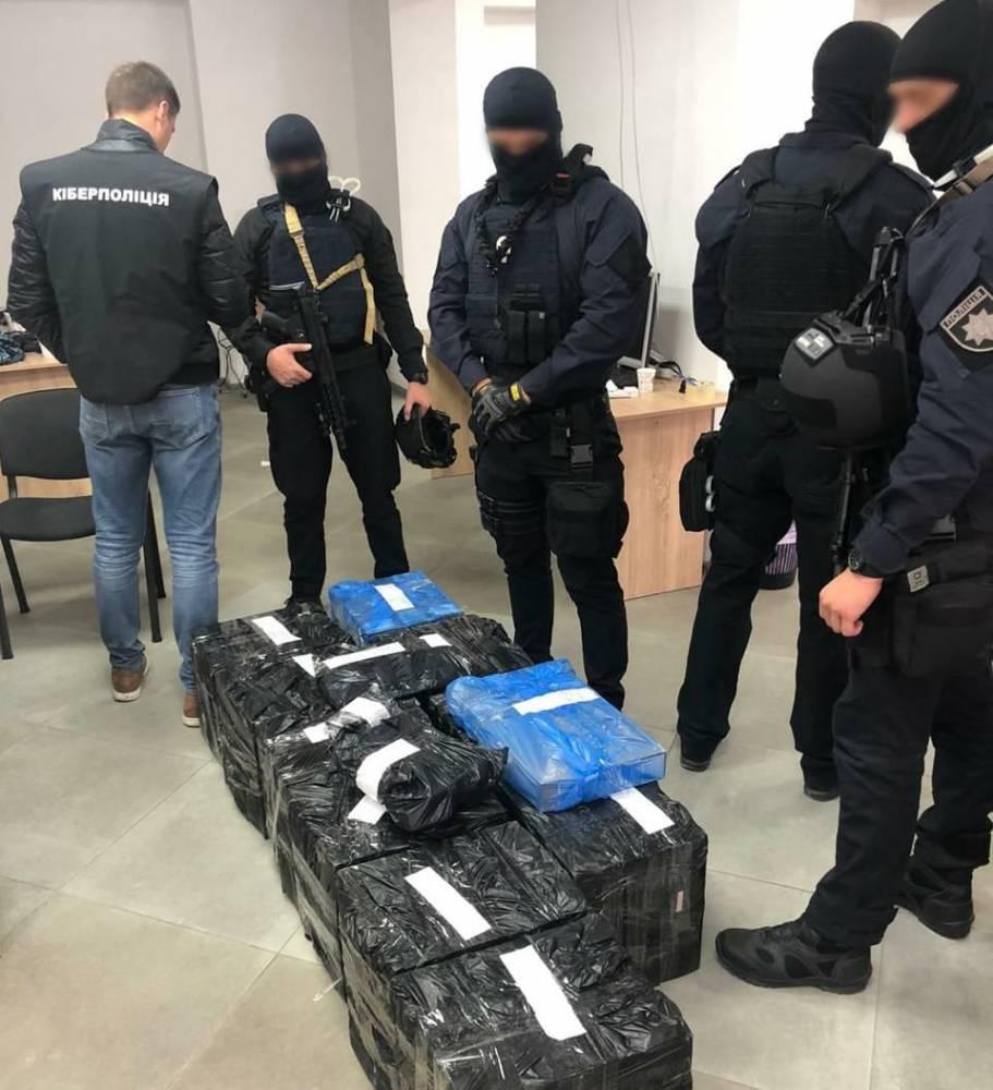 В Сумах «накрыли» мошеннический call-центр, опустошивший счета иностранцев на 3 млн гривен