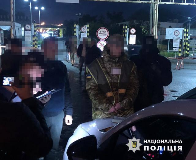 Инспектора Чопского пограничного отряда задержали за вымогательство взятки