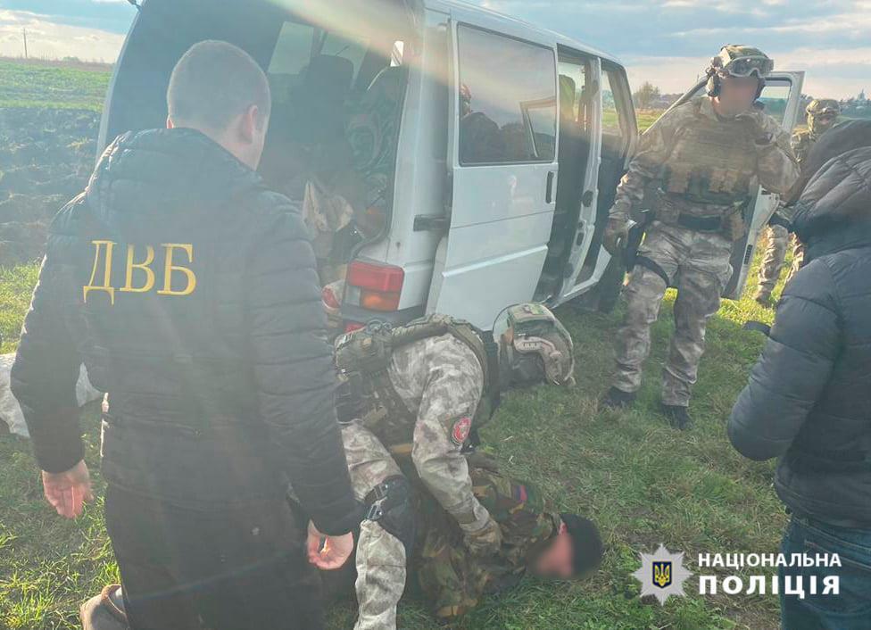 В Тернопольской области экс-правоохранителя задержали за торговлю оружием