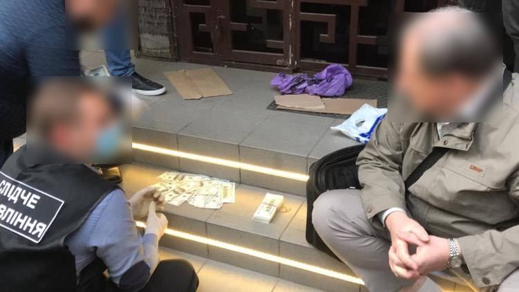 Председатель избирательной комиссии в Одессе с сообщником попались на подкупе избирателей