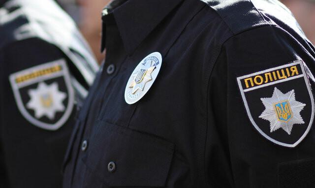 Мариупольские полицейские пользовались картой погибшего, незаконно задержали мужчину и требовали взятку
