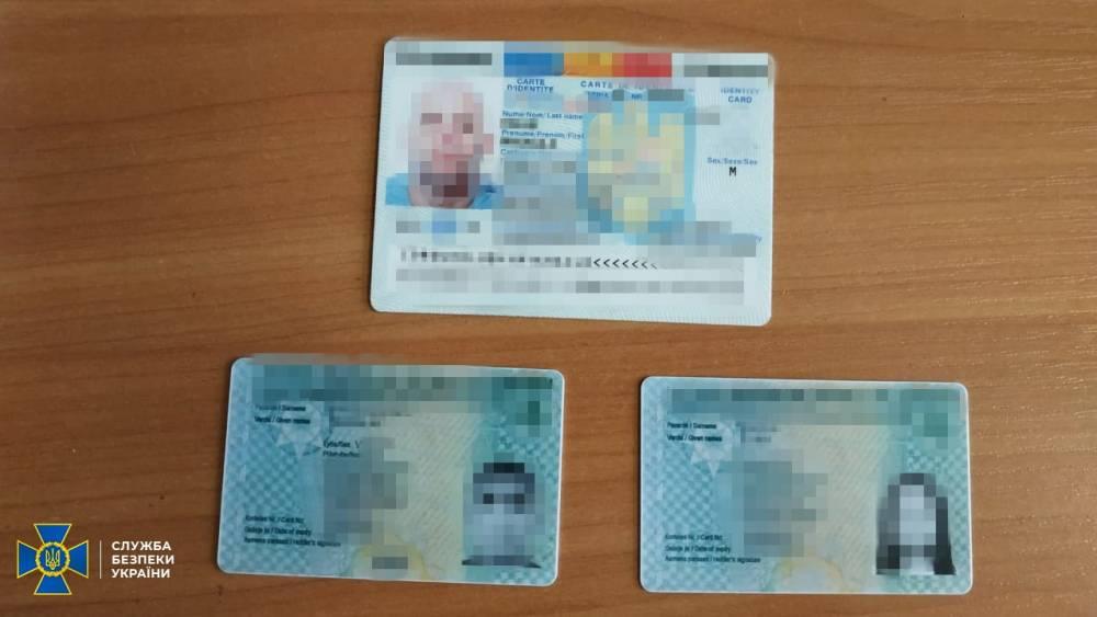 СБУ закрыло пять подпольных типографий, где подделывали паспорта ЕС