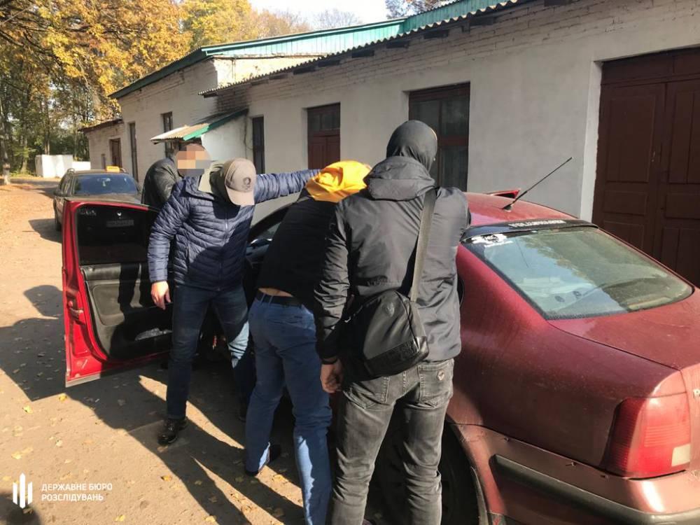 Двое полицейских в Сумской области систематически вымогали взятки у бизнесмена