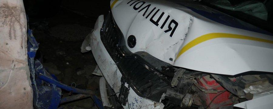 В Черновицкой области полицейский устроил аварию на служебном авто