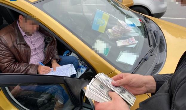 В Киеве экоинспектора задержали на взятке в 20 тысяч долларов