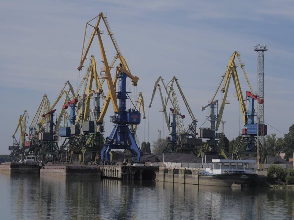 В Измаильском порту отдали подряд на ремонт кранов фирме с уголовным следом