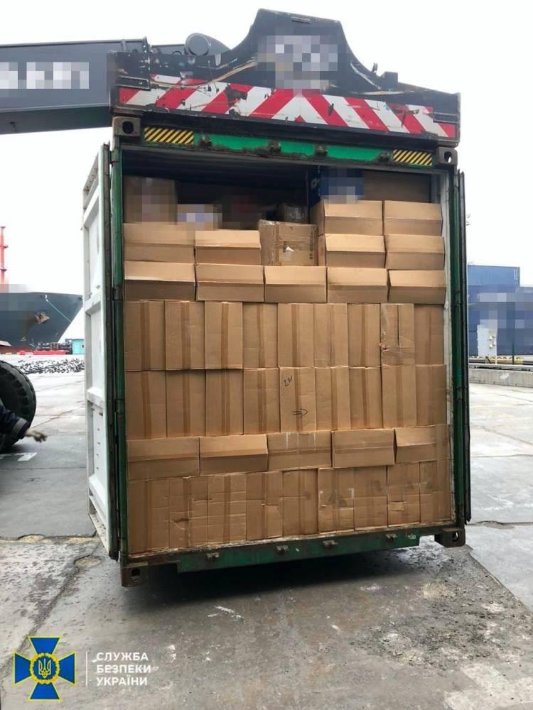 СБУ блокировала масштабную контрабанду сигарет через Одесский торговый порт