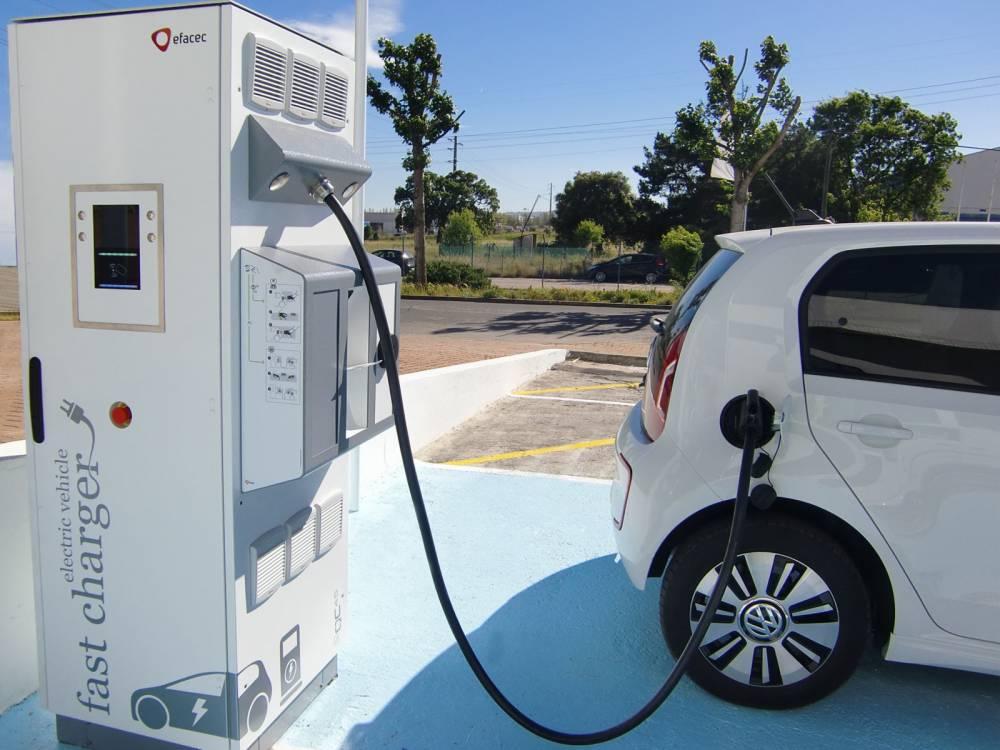 В АМКУ решили установить контроль над рынком зарядных станций для электромобилей