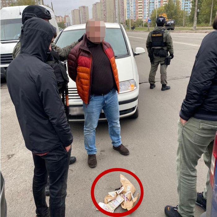 В Киеве задержали двух преступников, вымогавших у бизнесмена деньги под угрозой пыток