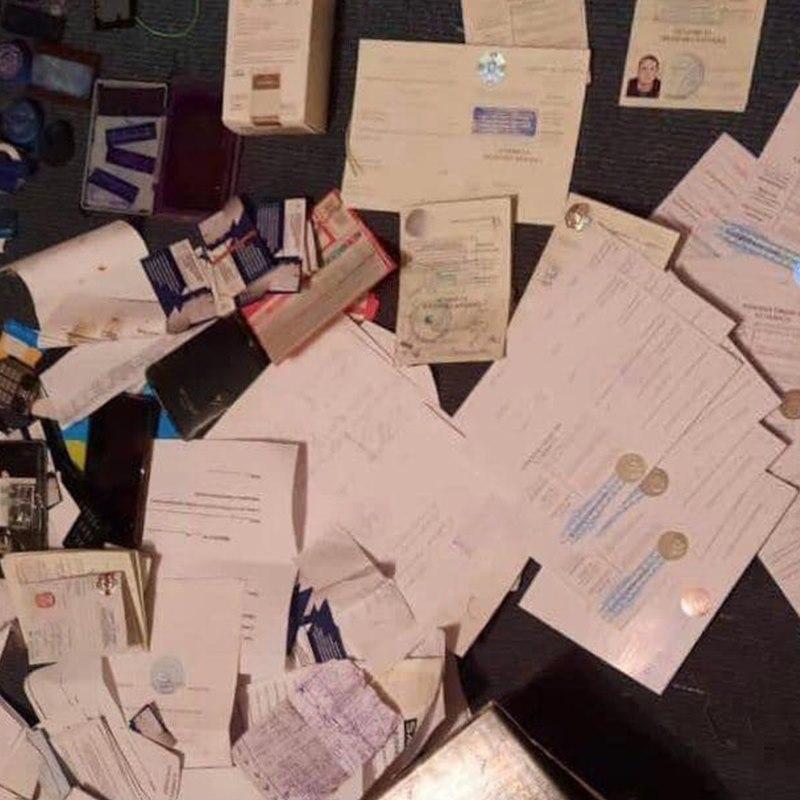 В Киеве задержали мошенника, который торговал поддельными медкнижками