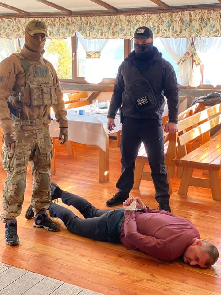 Главу Воловецкой ОТГ задержали при получении «отката»