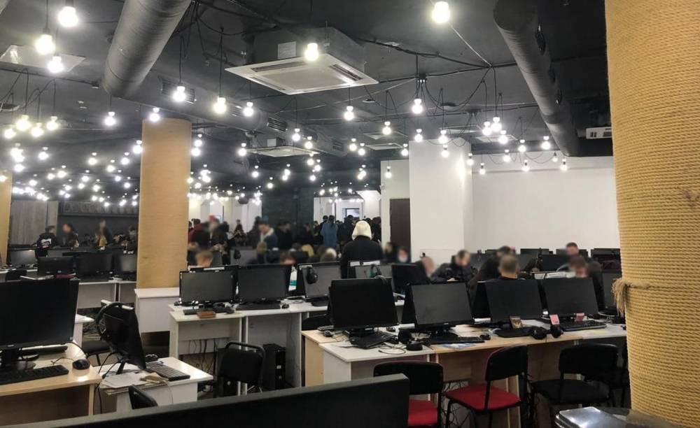 В Киеве заблокировали работу сети call-центров инвестиционных мошенников