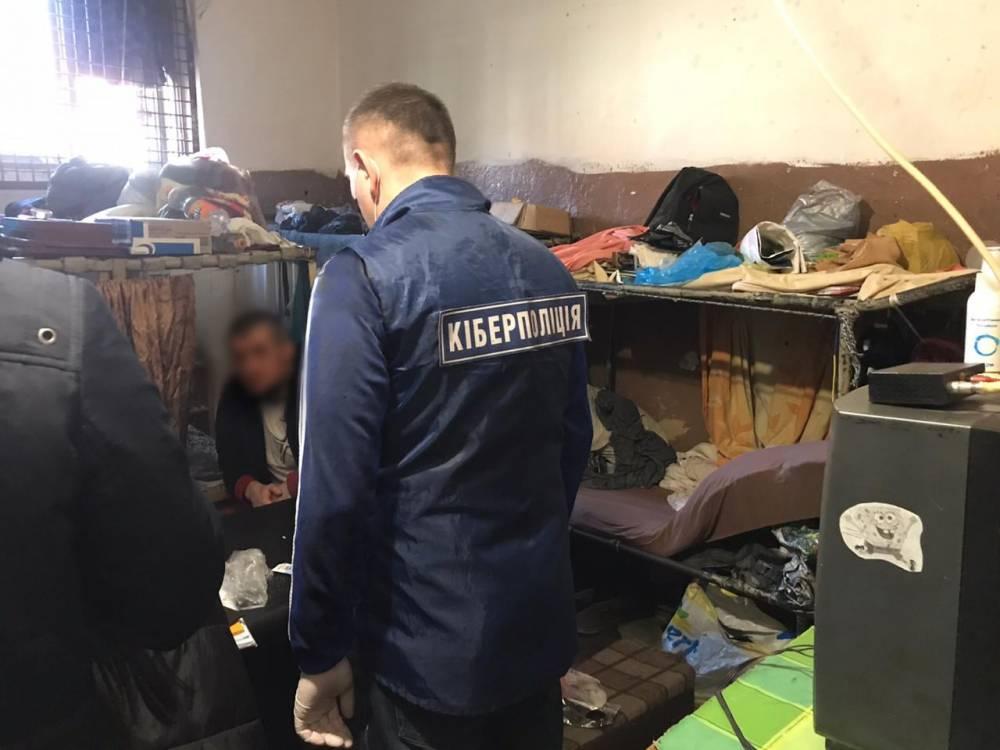 В Киеве разоблачили мошенников, которые выдавали себя за IT-специалистов банка