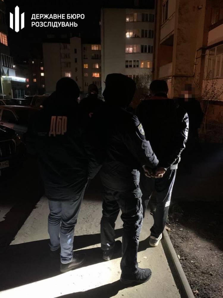 В Ивано-Франковской области полицейский торговал наркотиками