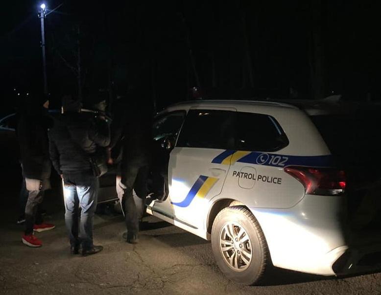 В Житомирской области на взятке в 10 тысяч гривен задержали двух патрульных