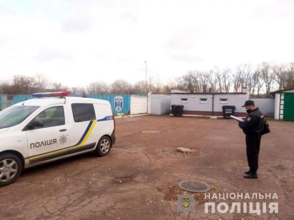 В Чернигове директора одного из стадионов бросили в мусорный бак