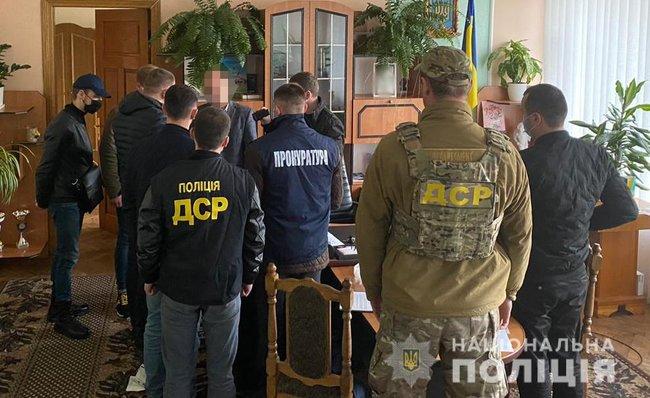 Во Львовской области глава райадминистрации брал взятки талонами на топливо