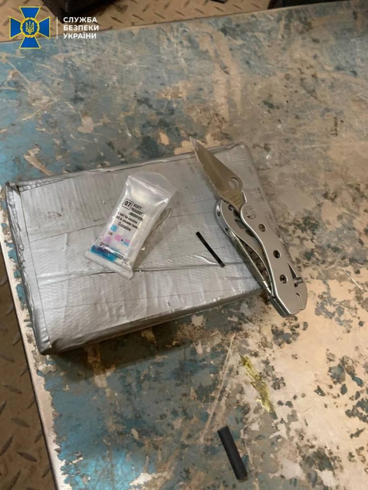 В порту Южный в контейнере с бананами обнаружили кокаин на 4 млн долларов