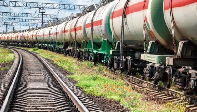«Укрзализныця» заказала фирме Медведчука 15 тысяч тонн дизтоплива