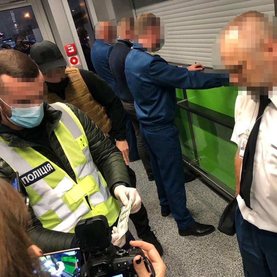В «Борисполе» таможенники систематически требовали взятки у туристов