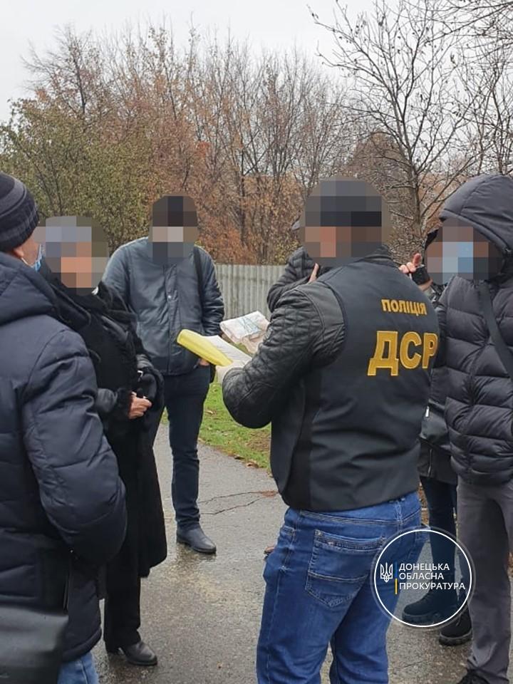 В Донецкой области глава села вымогала 100 тысяч гривен