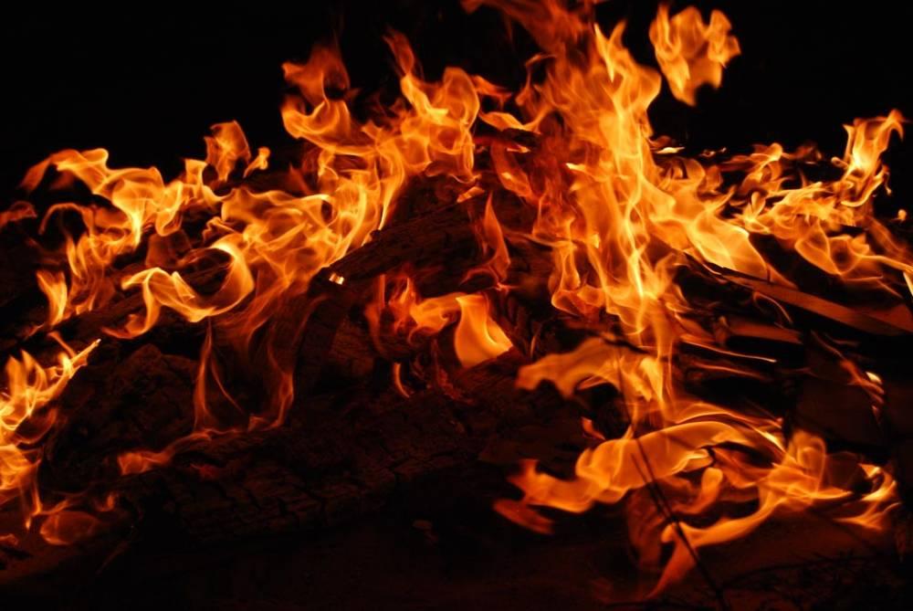 В Херсонской области подростки сожгли бездомного