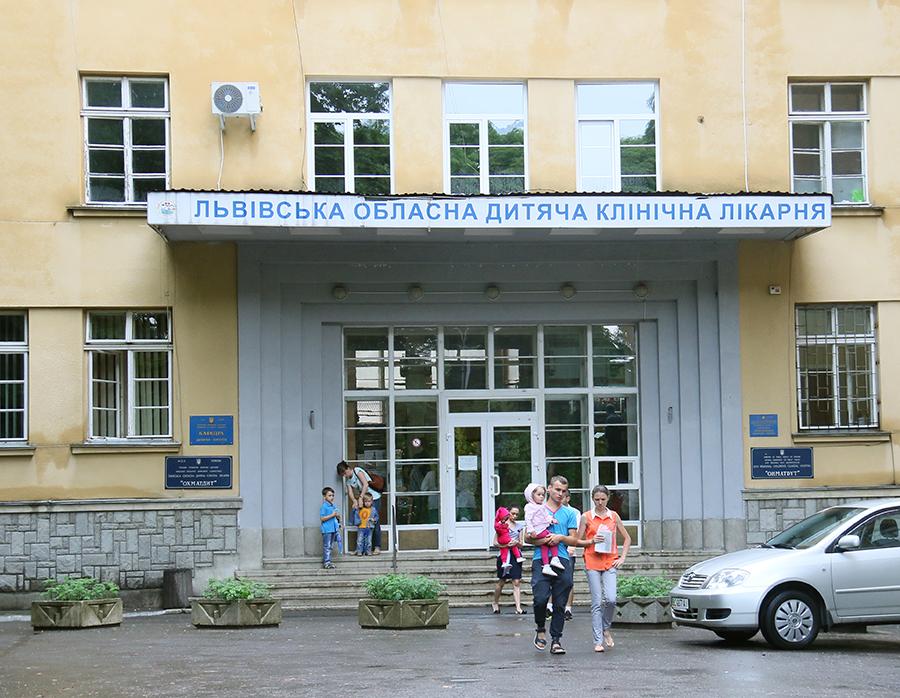 Львовский бизнесмен украл деньги на установке окон в «Охматдет»