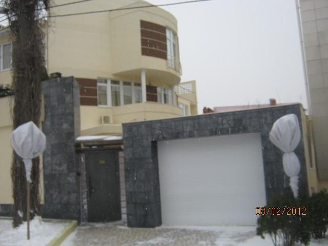 Родственник топ-менеджера «Укрзализныци» отказался возвращать 1,2 млн долларов и лишился особняка на побережье