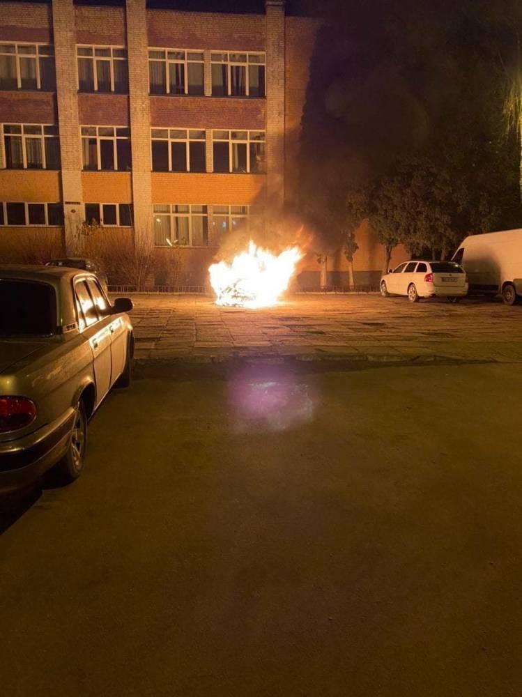 Во Львове детективу НАБУ сожгли автомобиль