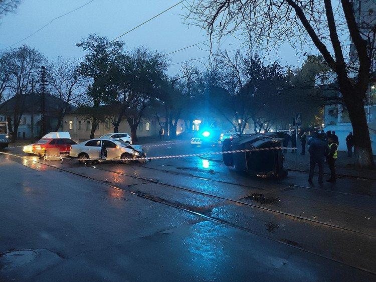 В Николаеве работник сервисного центра МВД устроил пьяную аварию