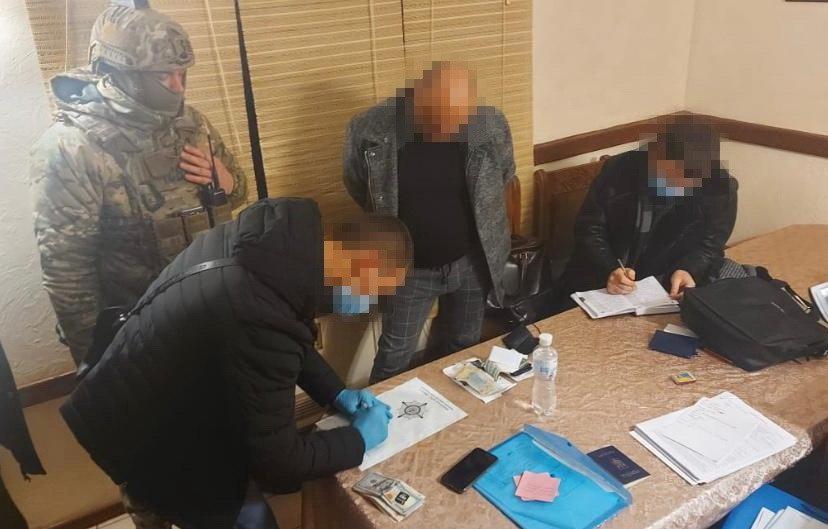 СБУ задержала преступников, вымогавших у фермера 13 гектаров земли