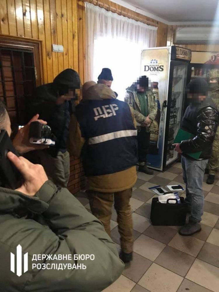 Подчиненные пытались подкупить начальника отдела Житомирского погранотряда