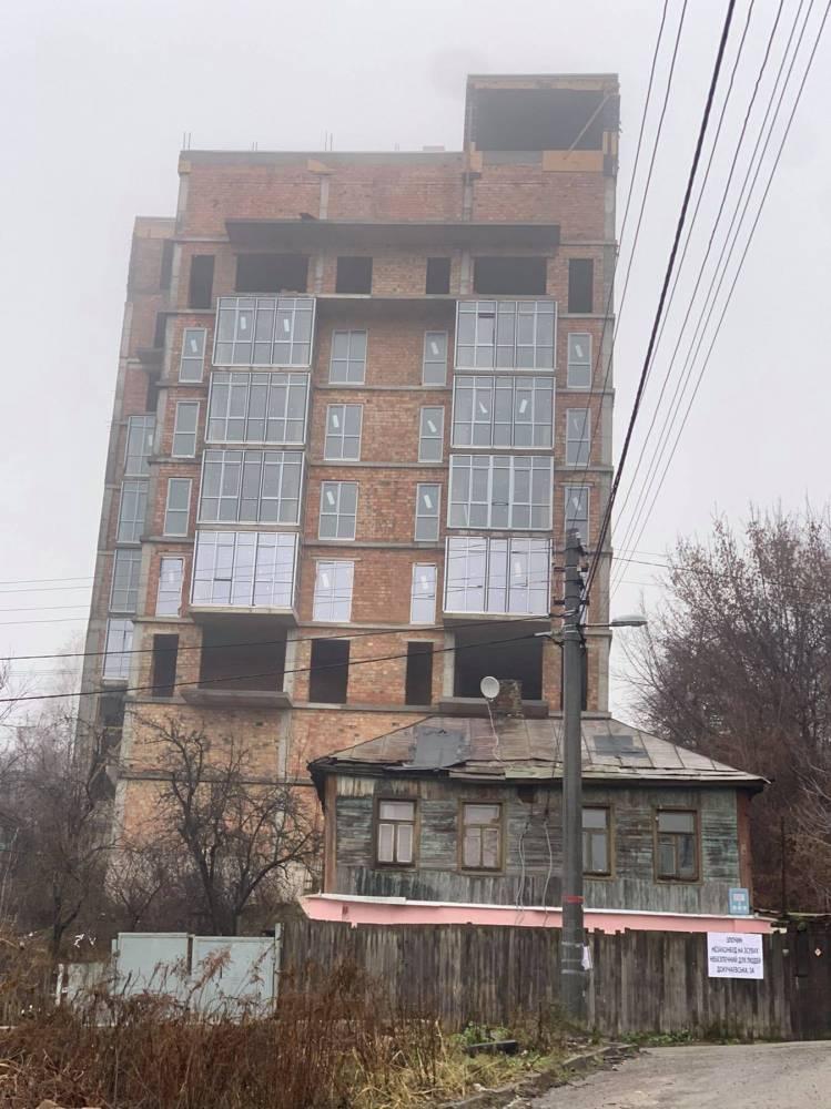 Киевский судья решил, что высотку  является 4-этажным зданием с антресолями