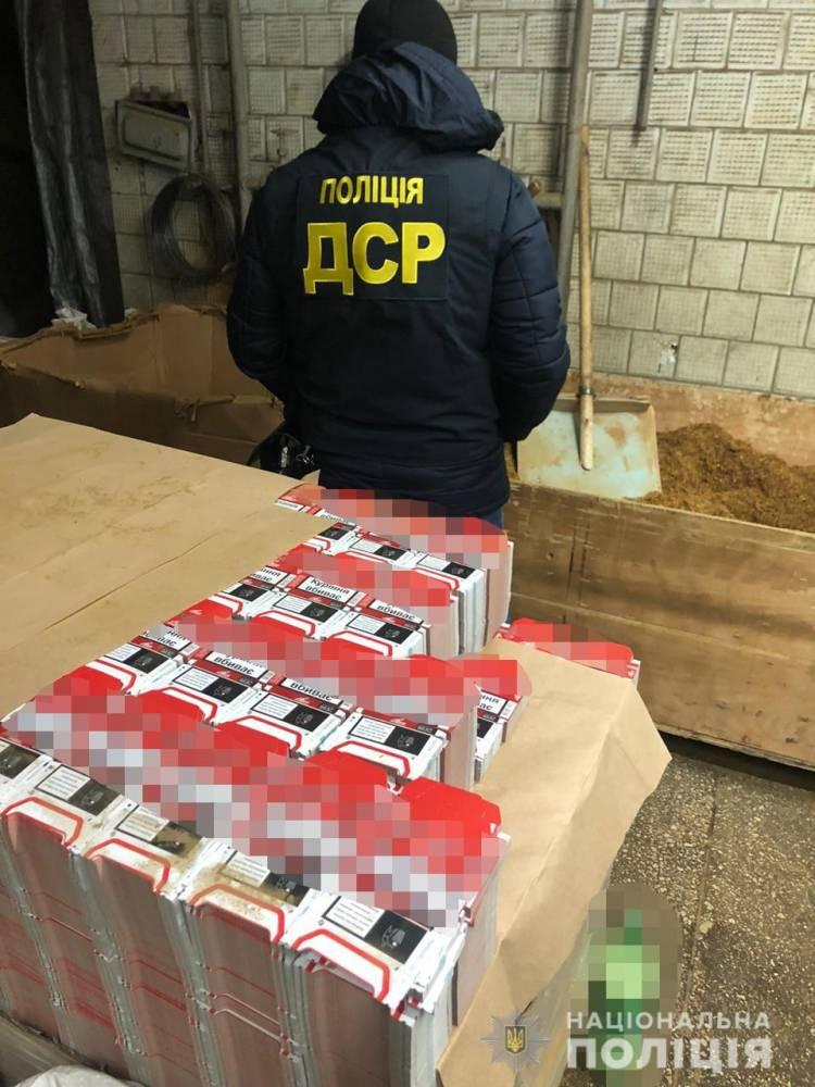 В Черниговской области закрыли нелегальный цех по производству сигарет