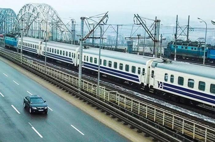 Парламент одобрил выделение средств на закупку 100 пассажирских вагонов