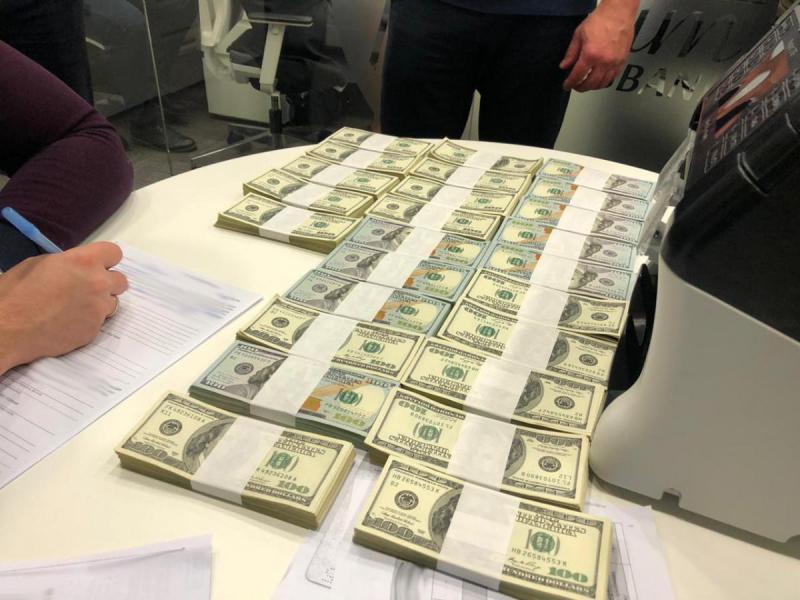 Директор Черноморского порта задержан при получении 250 тысяч долларов