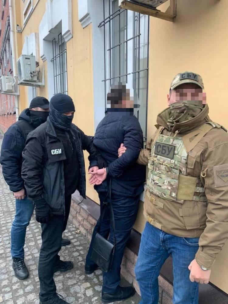 В Запорожье военный прокурор обещал закрыть дело за взятку