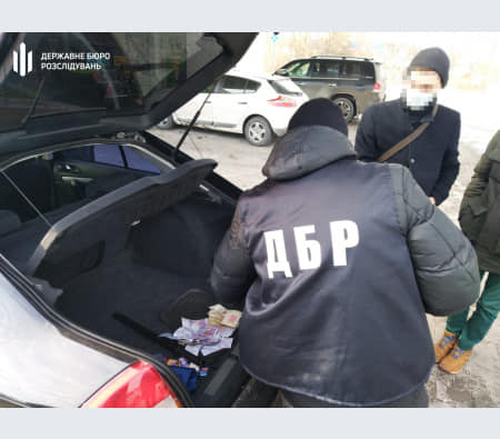 Замкомандира батальона патрульной полиции в Кривом Роге требовал «откаты» у таксистов