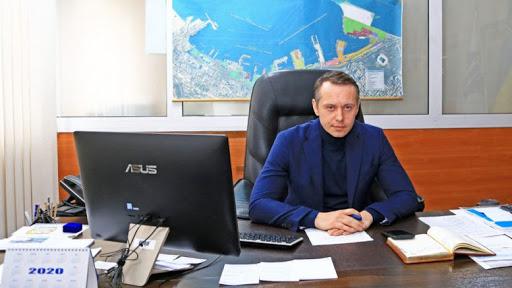 Отстраненный от должности глава Одесского порта хранит 110 тысяч долларов наличными