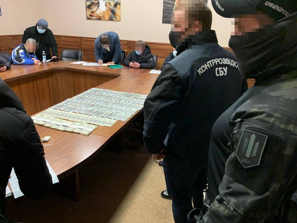 Экс-помощник нардепа требовал 200 тысяч долларов за помощь в трудоустройстве в Офис президента